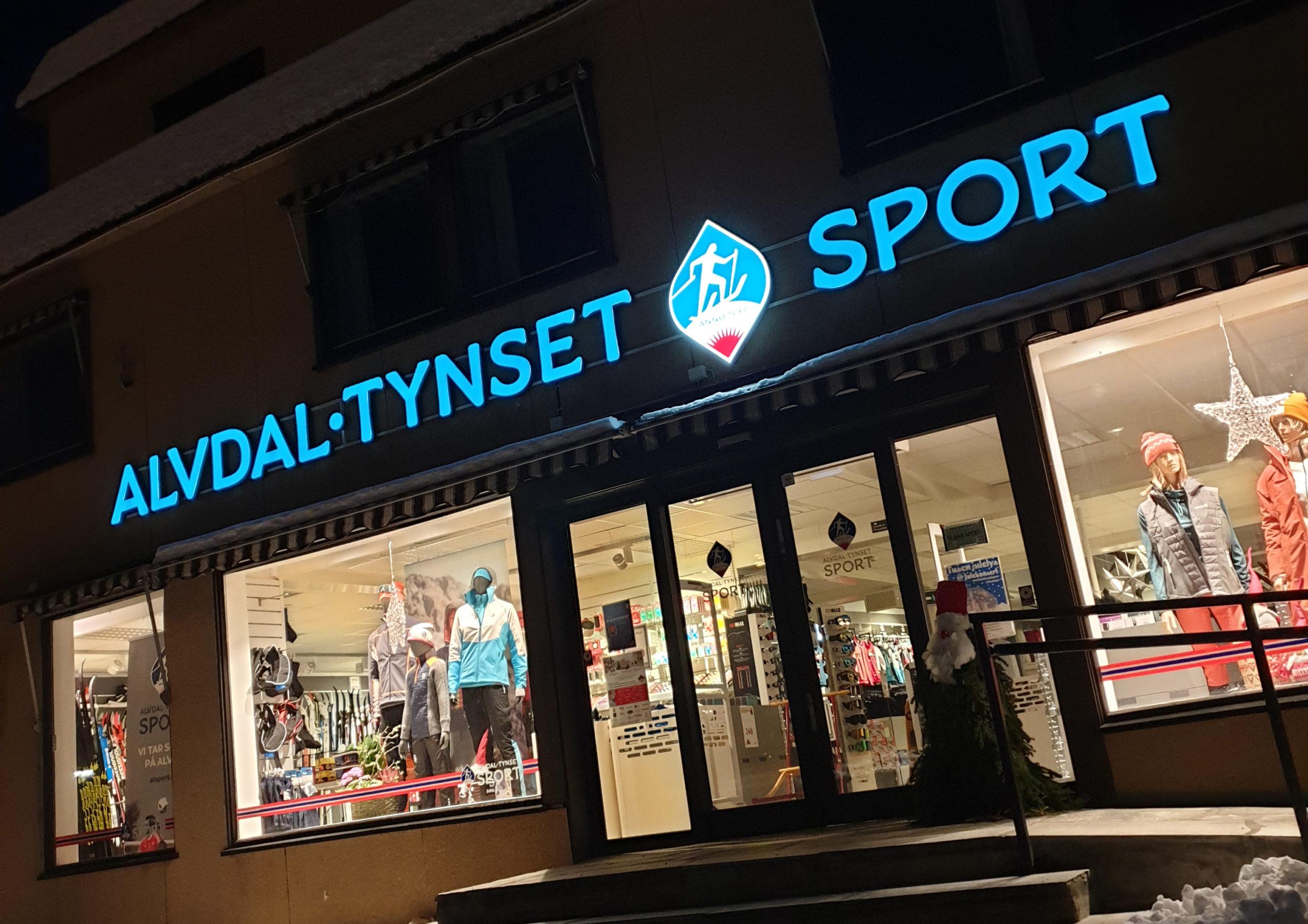 Butikkfasade med logo, visuell profil og foliering for Alvdal Tynset Sport, laget av Haus Byrå