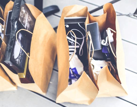 Bilde av handleposer som illustrerer salg etter å ha fått markedsføringstips - kvadratisk bilde