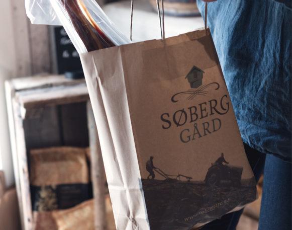 Papirpose fra Søberg Gård, laget av Haus Byrå