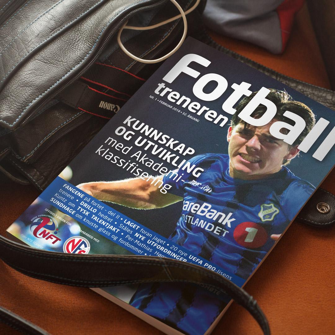 Forsiden til medlemsbladet Fotballtreneren, laget av Haus Byrå i 2018